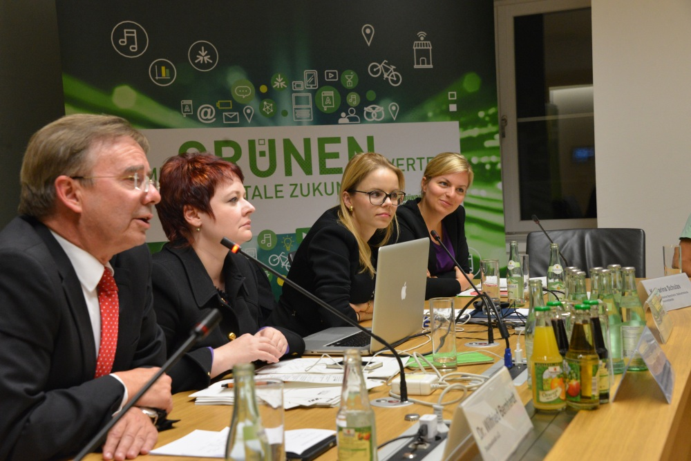 Das Podium: Dr. Wilfried Bernhardt (Staatssekretär a.D.), MdL Verena Osgyan, Dr. Julia Klier (McKinsey & Company) und MdL Katharina Schulze (v.li.).